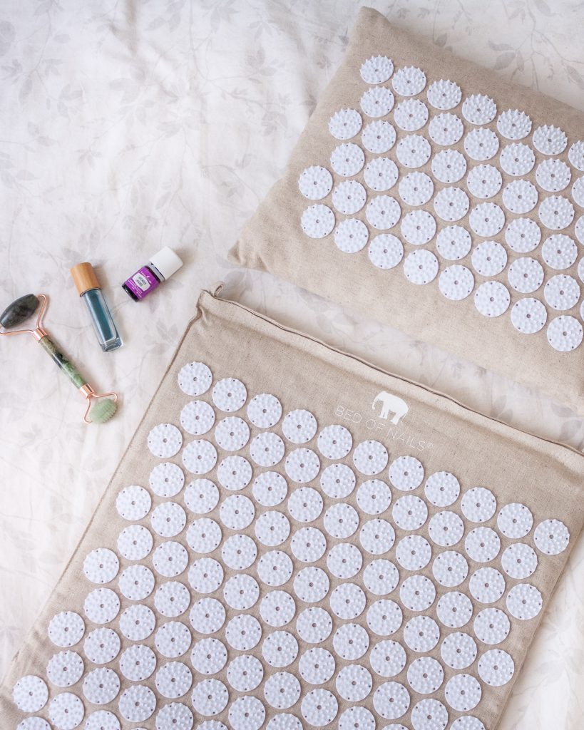 5 benefits of using an acupressure mat, and how acupressure works to release pain and stress, improve sleep, relieve headaches and calm the mind.