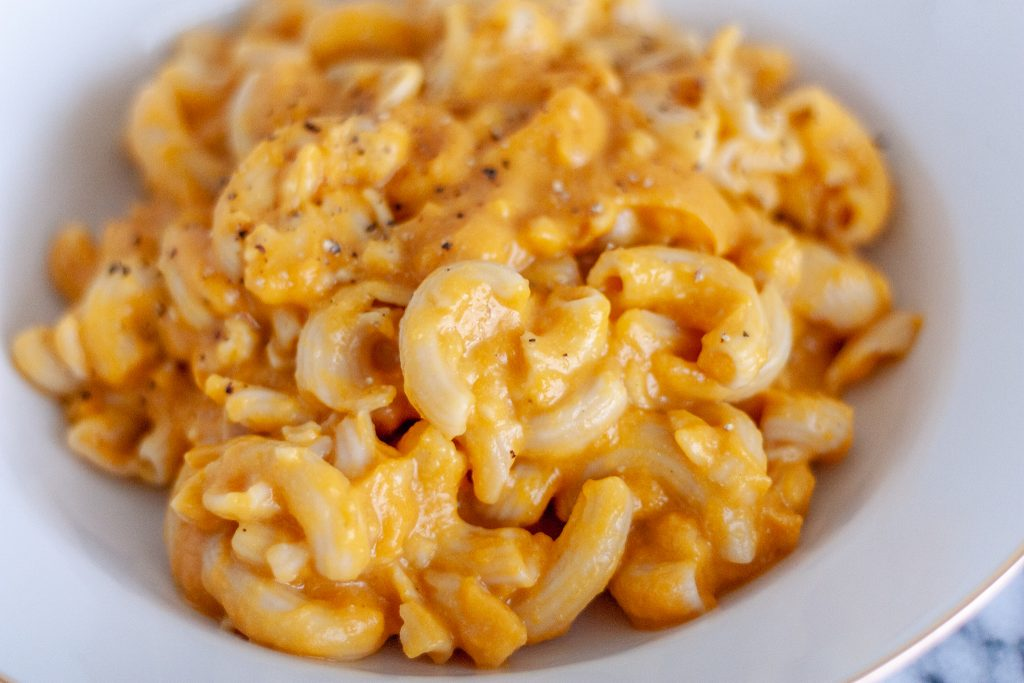 This healthier Butternut Squash Mac and Cheese is creamy, flavourful and so easy to make. Comfort food at it's finest, this is the perfect cozy fall week night meal that the whole family will enjoy!