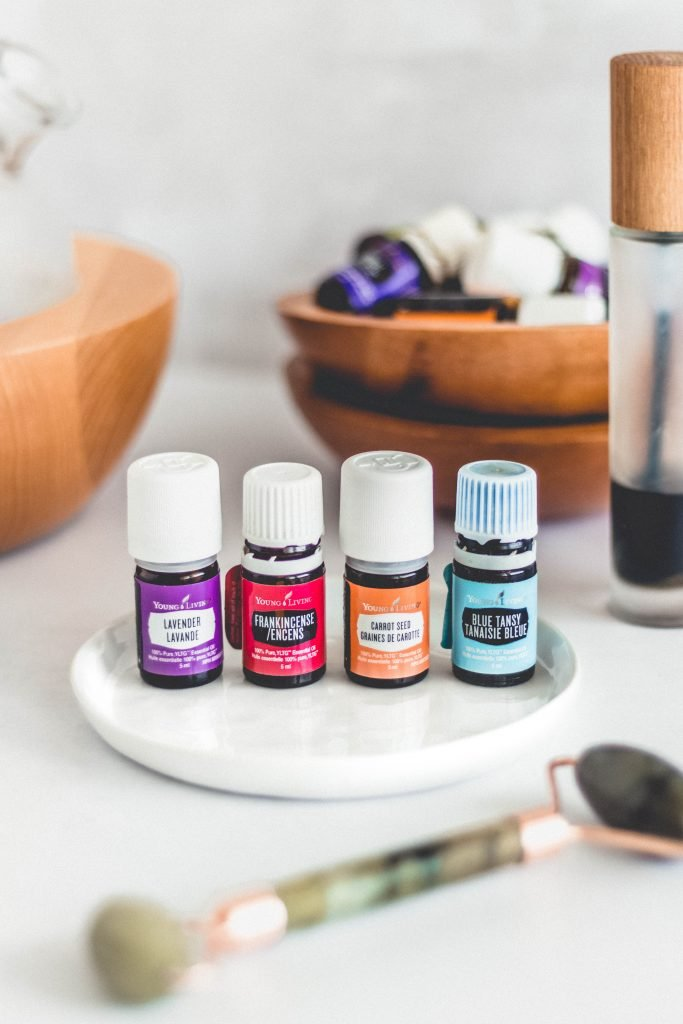 How to get glowing skin naturally using a holistic approach including nutrition, natural skincare and essential oils. Four things you can do to boost your skin health, and my DIY oil serum with 100% pure essential oils to nourish and protect the skin.